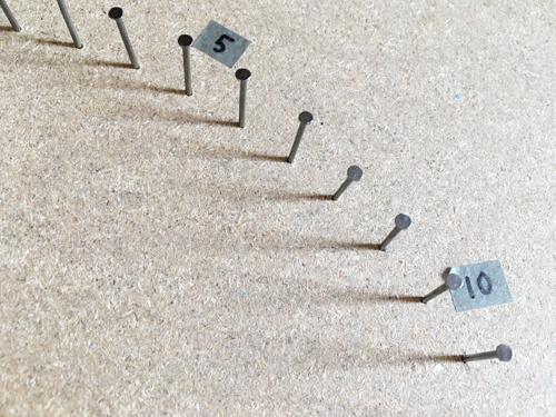 糸かけ曼荼羅釘に番号